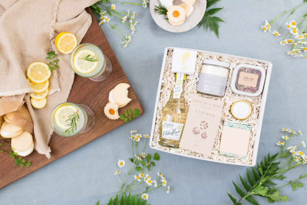 Summer giftbox featuring a flatlay with lemons, cookies and macaroons. Yellow and light blue.